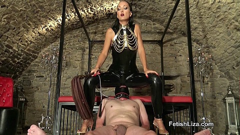 Smothered latex cleaning slave